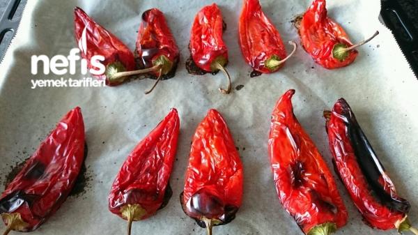 Közlenmiş Kırmızı Biber Kavurması – Sarımsaklı Yoğurtla Cevizli Maydanozlu