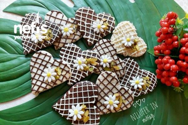 Çikolatalı Kalpli Kurabiyeler Tarifi