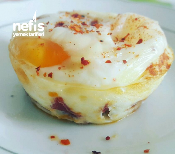 Sucuklu Ve Peynirli Yumurta