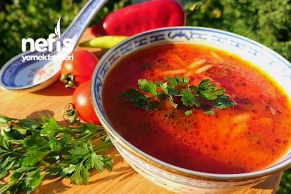 Arpa Şehriyeli Domates Çorbası Tarifi