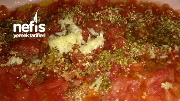 Kekikli Domates Salatası