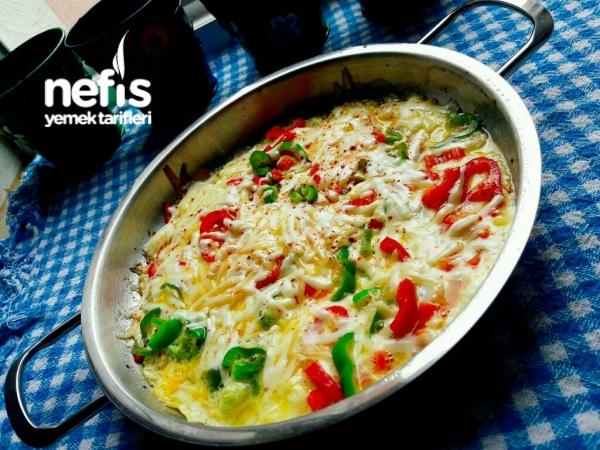Kahvaltilik Kaşarlı Biberli Omlet
