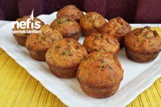 Yumuşacık Kahvaltılık Sucuklu Muffin Tarifi