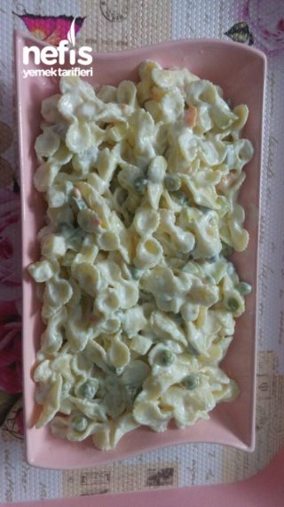 Makrna Salatası