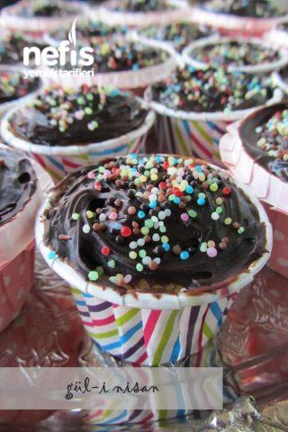 Çikolatalı Sürpriz Cupcake