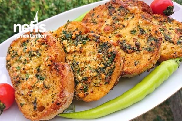 Peynirli Otlu Baharatlı Cicipapa (Yumurtalı Ekmek) Tarifi