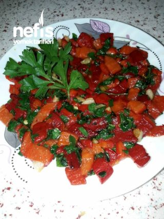 Kırmızı Biber Salatasi