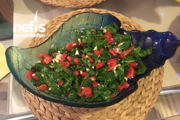 Enfes Soslu Roka Salatası Tarifi