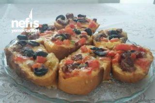 Yumuşacık Bayat Ekmek Pizzası Tarifi