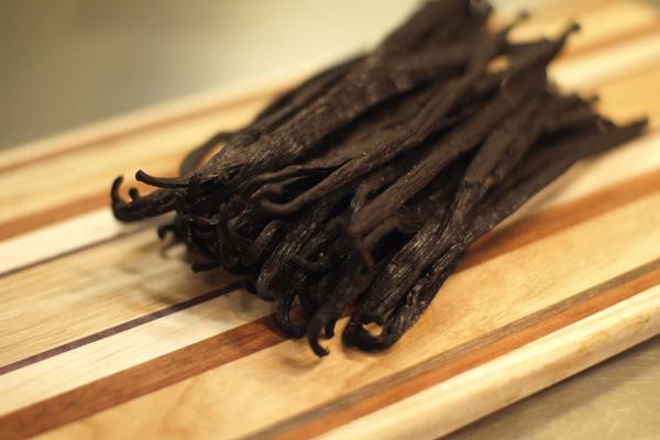 Vanilya Nedir? Özütü ve Çubuğu Nasıl Kullanılır? Tarifi