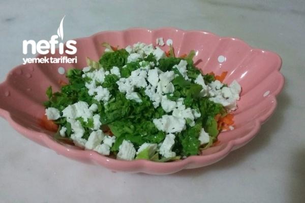 Peynirli Rokalı Salatamm Tarifi