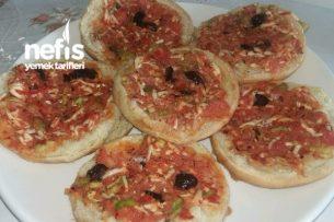 Çok Pratik Hamburger Ekmeği Pizzası Tarifi