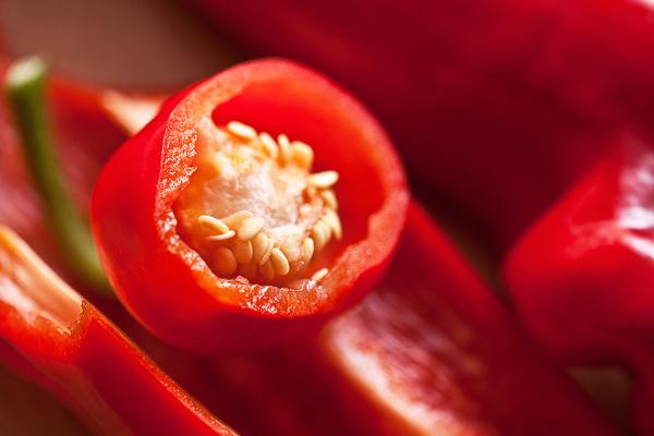 Kırmızı Biberin Faydaları, Kalori ve Besin Değerleri Tarifi
