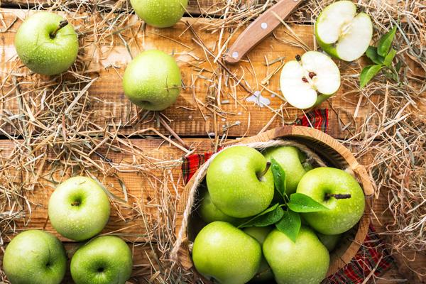 Yeşil Elma Kalori ve Besin Değeri, Faydaları, Detoksu Tarifi