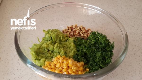 Nefis Yogurtlu Kabak Salatası
