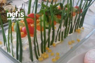 Yoğurtlu Tost Ekmeği Salatası Tarifi