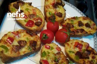 Fırında Yumuşacık Ekmek Pizza (Kahvaltılık) Tarifi