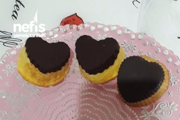 Kalıpta Çikolatalı Keklerimiz Tarifi