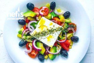 Avokadolu Yunan Salatası Tarifi