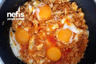 Kahvaltılık Yumurtalı Soğan Kavurması Tarifi
