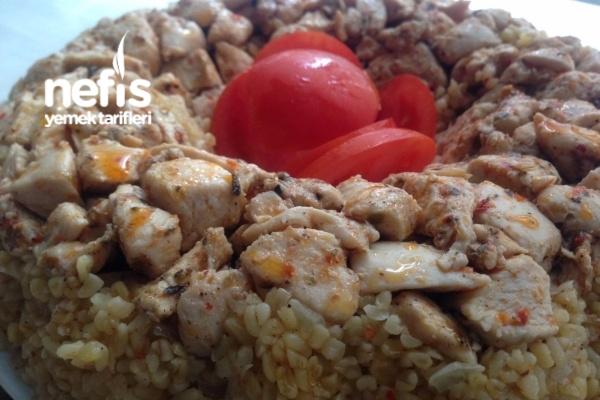 Baharatlı Tavuk Eşliğinde Bulgur Pilavı Tarifi