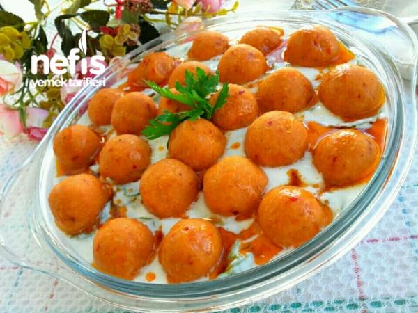 Yoğurtlu Semizotu Yatağında Patatesli Köfte