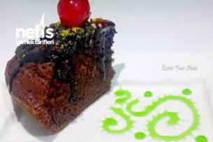 Çikolata Soslu Yumuşacık Bir Kek Tarifi