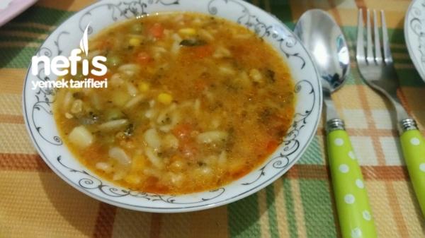 Şehriyeli Karışık Sebze Çorbası