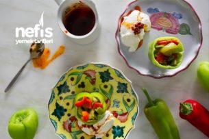 Kırmızı Yeşil Biberli Yoğurtlu Borani Tarifi