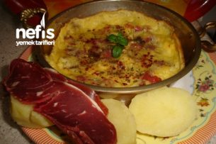 Patetesli Pastırmalı Peynirli Omlet Tarifi