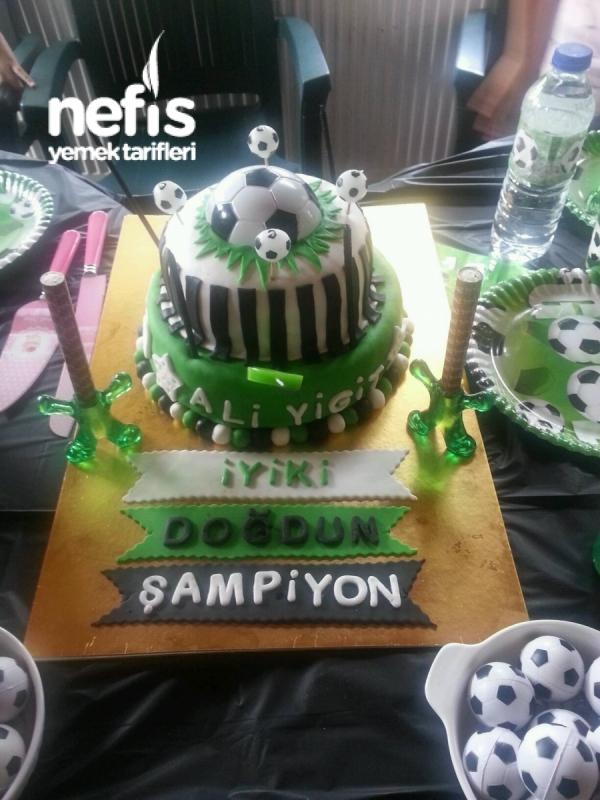 İki Katlı Doğum Günü Pastası   Futbol Temalı