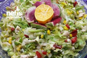 Yedikçe Yediren Tavuklu Aysberg Salatası Tarifi