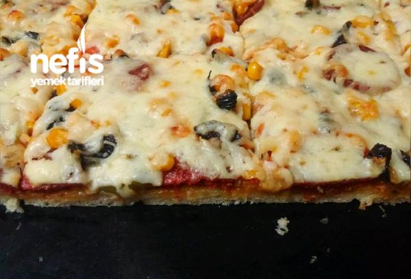 Bol Malzemeli İncecik Hamuruyla Aile Boyu Tepsi Pizza(Hamuru Efsane)