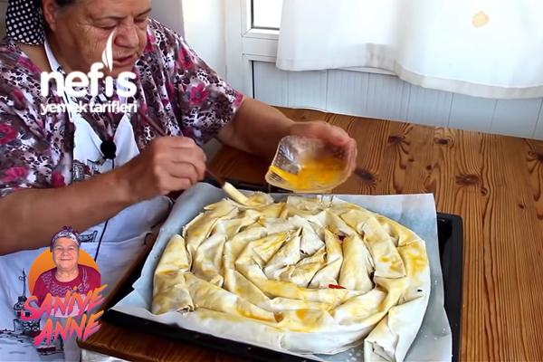 Tavuklu Kol Böreği (Videolu)