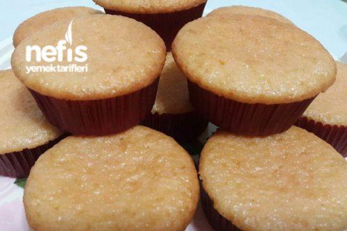 Çilekli Pudingli Muffin Kek (Yumuşacık Ve Mis Gibi Çilek Kokulu) Tarifi