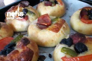 Yumuşacık Mini Pizzalar Tarifi