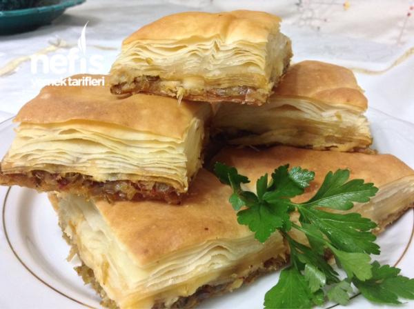 Kat Kat Muhteşem Pırasalı Börek ( El Açması En Kolay Börek )