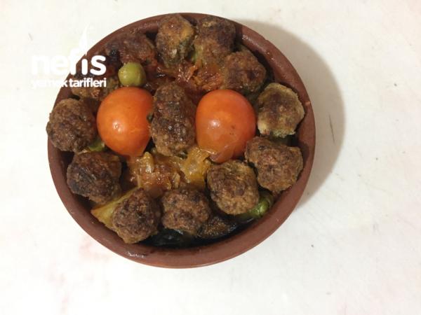 Güveçte Misket Köfteli Sebze Kebabı