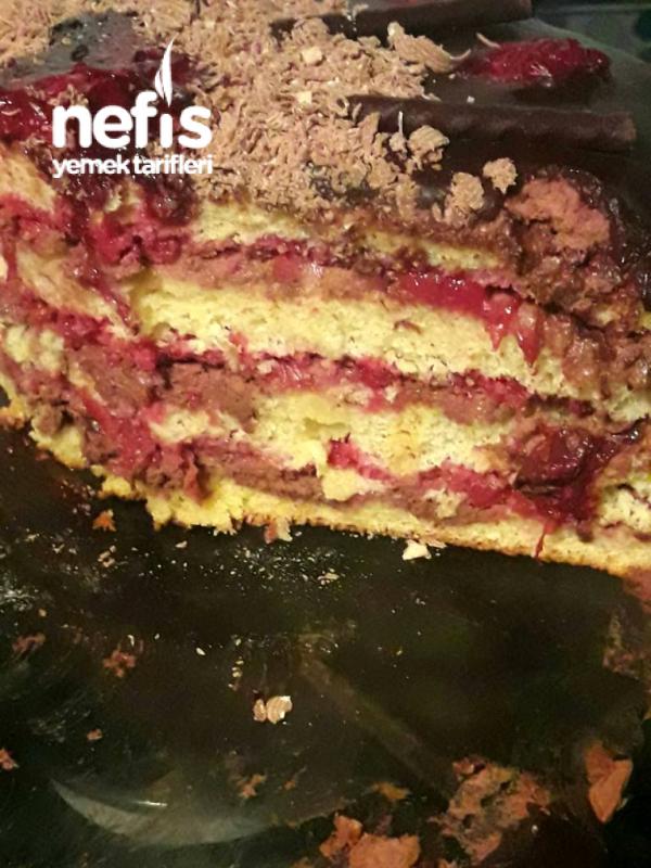 Vişneli Çikolatalı Yaş Pasta