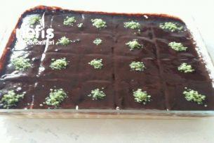 Çikolata Soslu Muzlu Pudingli Pasta Tarifi