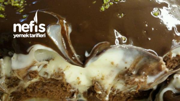 Çikolata Soslu Bisküvili Pasta.