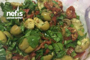 Yeşil Zeytinli Kuru Domates Salatası Tarifi