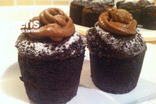 Efsane Kek (Çikolata Kremalı Muzlu Bardak Kek ) Tarifi