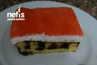 Meyve Soslu Şişlenmiş Kek Tarifi