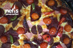 Karışık Pizza (İnce Hamur) Sevgililer Gününe Özel 2 Kişilik Tarifi