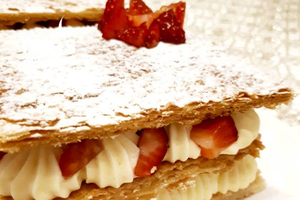 Napolyon Pasta (Orjinal Pastacı Kreması İle) Tarifi