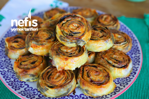 Pastırmalı Dilimli Rulo Börek (yumuşacık ve müthiş kabaran börek tarifi) Tarifi