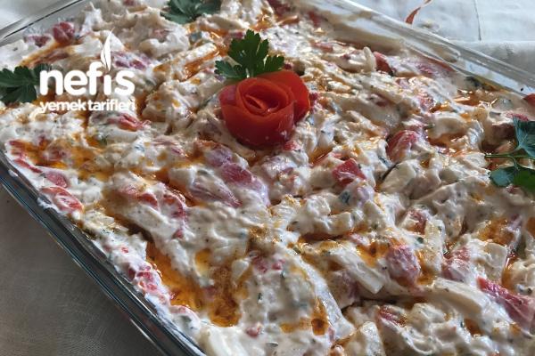 Erişteli Tavuk Salatası