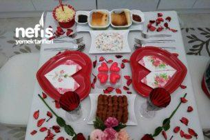 Eş İçin Hazırlanan Sevgililer Günü Masası Tarifi