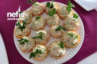 Portakal Üstünde Havuçlu Kereviz Salatası (Kavurmalı Çok Lezzetli) Tarifi